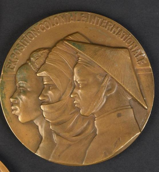1931. Exposition Coloniale internationale, Paris 193. Médaille en bronze signée E. [...]