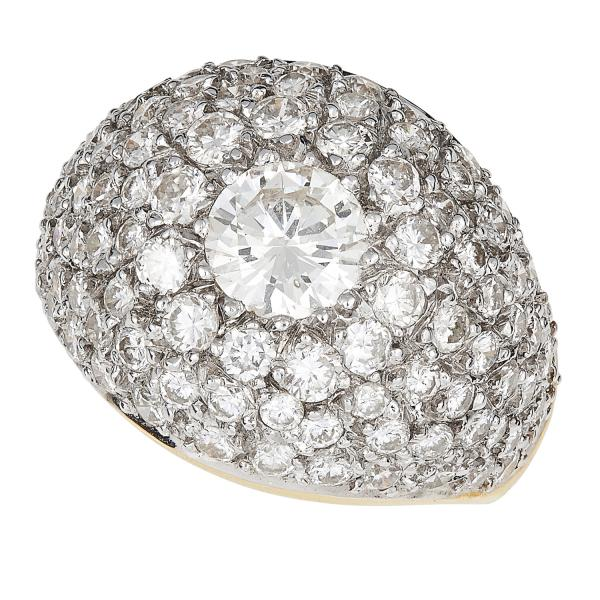 4.80 CARAT DIAMOND BOMBE RING set with round cut diamonds totalling approximately [...]