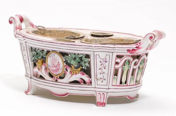 A FAIENCE JARDINIERE  - France, 20th century  - Oval form with pierced decoration and [...]