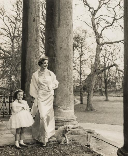 NO RESERVE Norman Parkinson (1913-1990) Duchess with Daughter and Whippet