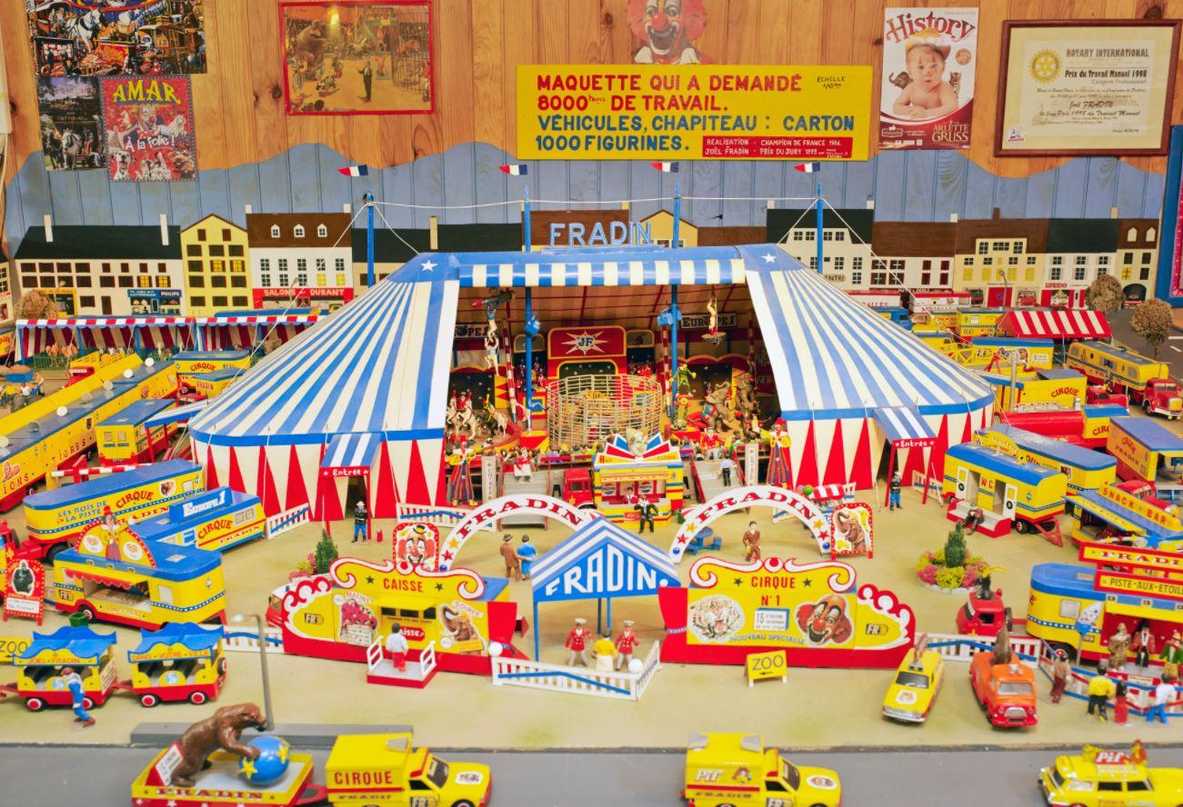 Vente Dispersion du Musée du Cirque et des Sapeurs-pompiers de Mayet-de-Montagne, Allier (Collection Joël Fradin) chez Rossini : 176 lots