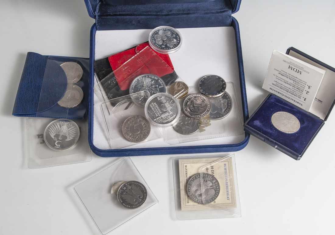 Konvolut Von 15 Versch Münzen Bestehend Aus A 5 Reichsmark 1935