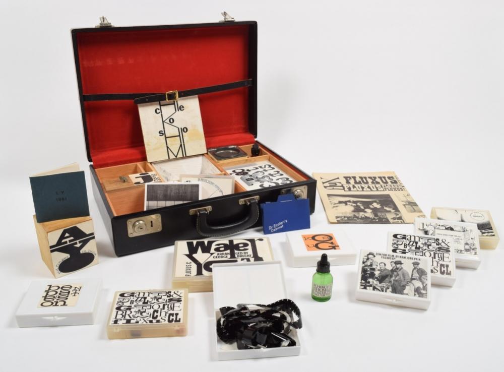 Vente Collection Tjeerd Deelstra Partie 1. Avant-garde d'Après-guerre. Fluxus, Arts conceptuels & Mouvements de contre-culture chez Zwiggelaar Auctions : 525 lots