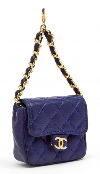 CHANEL  - 1990s.  - A BELT PENDANT BAG Timeless. Mini Micro Flap Bag in blue quilted [...]