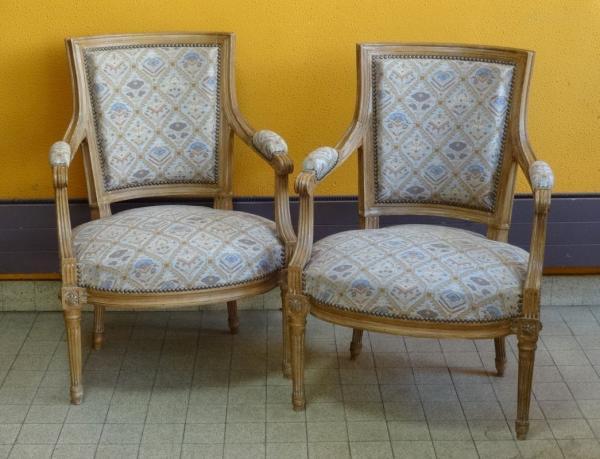 Maison MAILFERT – Orléans - Paire de fauteuils de style Louis XVI en bois  naturel[...] | lot 308 | Belle Vente Mobilière (Orléans) chez Pousse Cornet  - Valoir | Auction.fr