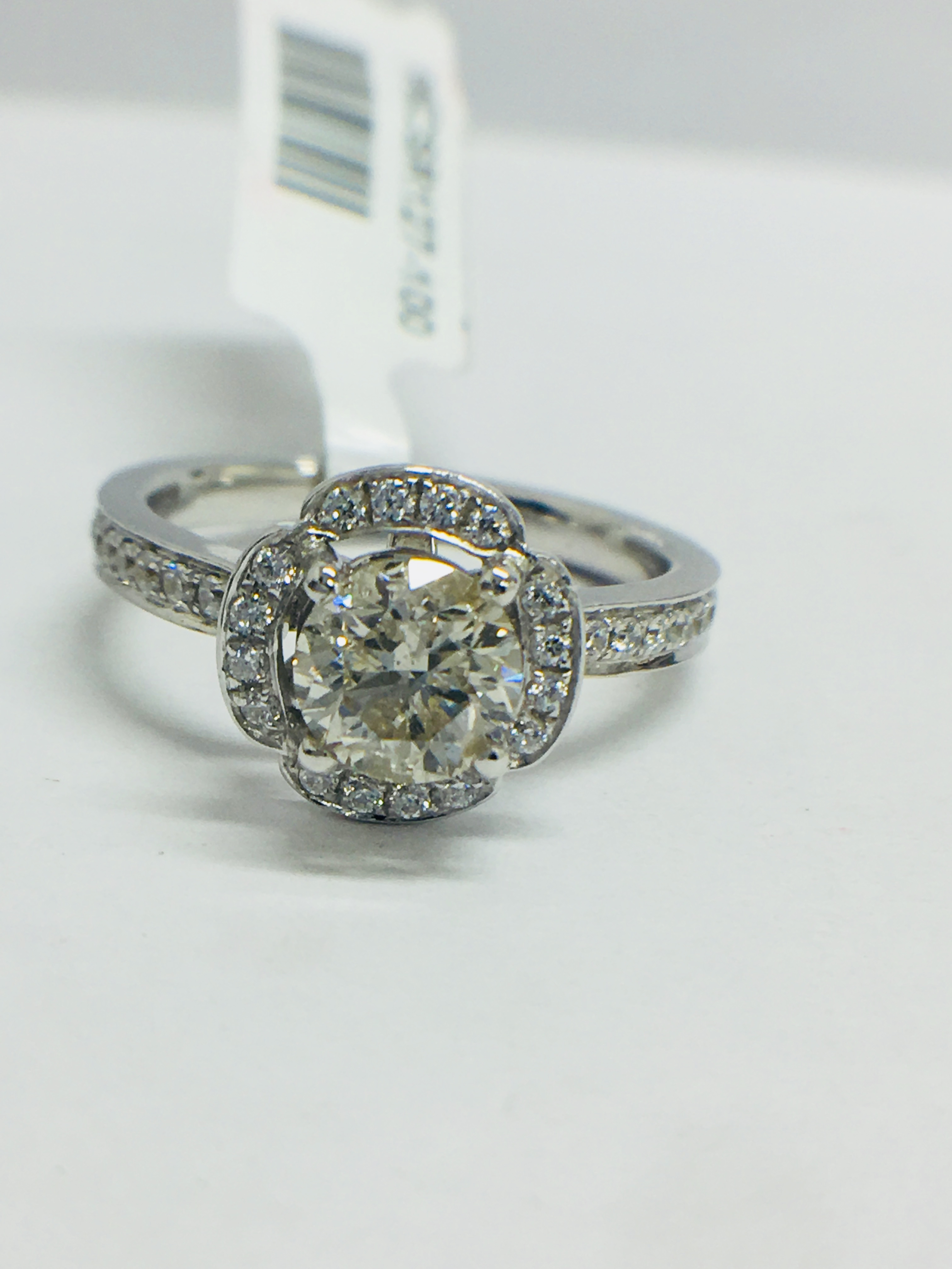 Vente Diamond solitaire jewelry auction, GIA certification chez Diamondauctionsonline Ltd - Auction house : 275 lots