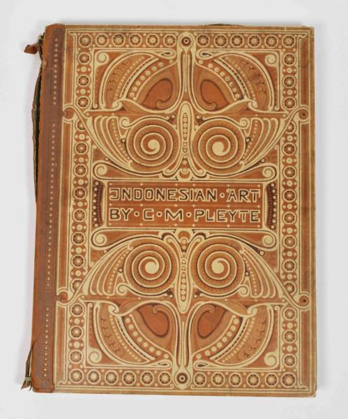 [Indonesia] [Bookbindings] Willy Deffke (c. 1900). Portfolio with profusely batiked [...]