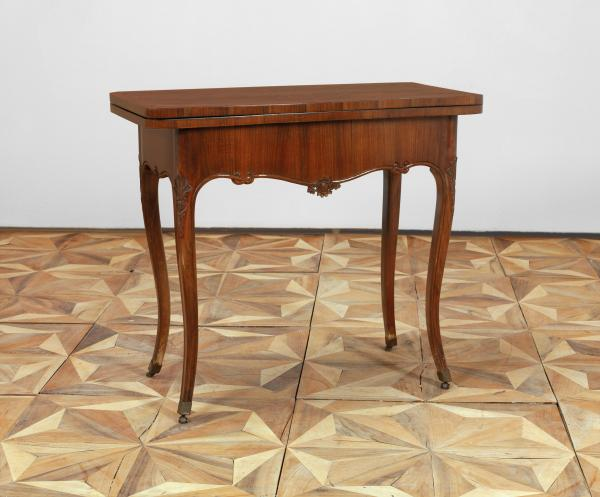 A Folding Games Table - in Baroque style, 19th century, walnut veneered hardwood [...]