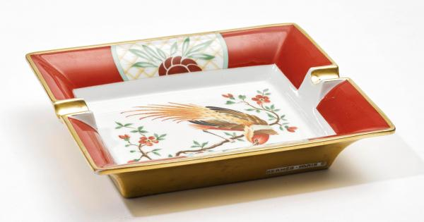 HERMÈS PARIS MADE IN FRANCE  -   - An ASHTRAY made of painted porcelain, with bird [...]