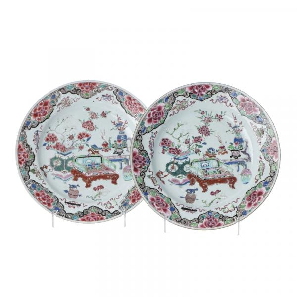Pair of Chinese 'flower vases' plates, Yongzheng - China, Yongzheng period, [...]