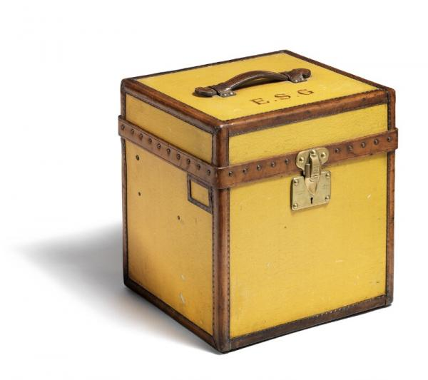 Louis Vuitton: A hat box of treated yellow canvas with handle and inforcements of [...]