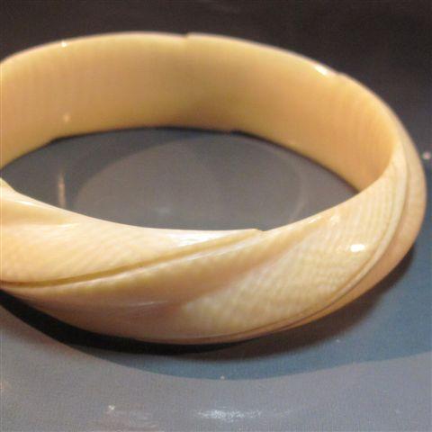 Bracelet torsadé en ivoire ancien, Bijoux, Montres et Argenterie à Thierry  Desbenoit \u0026 Associés
