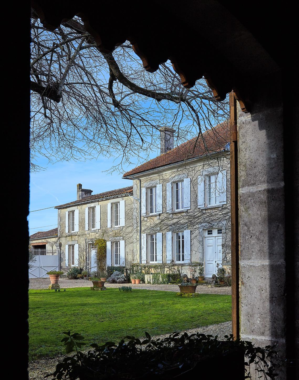 Vente Collection G.D. et L.B. - Entier mobilier d'une ancienne propriété viticole des environs de Cognac chez Jean-Marc Delvaux : 257 lots