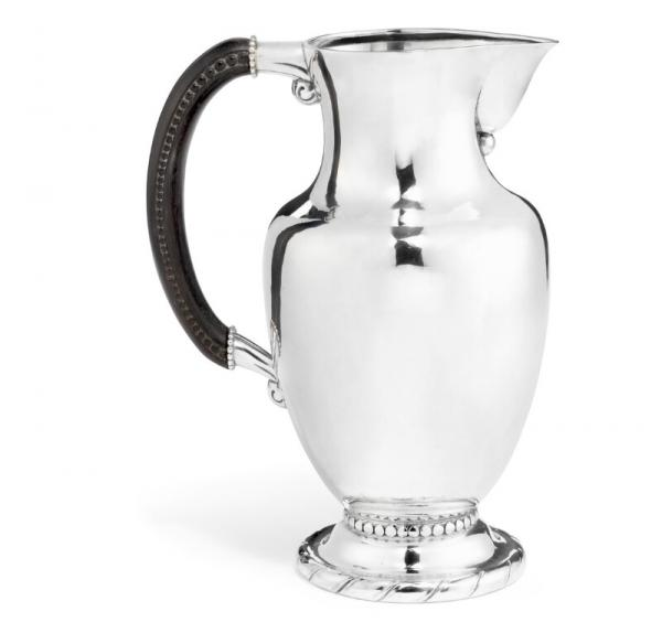Georg Jensen: Sterling silver pitcher with carved ebony handle. Georg Jensen [...]