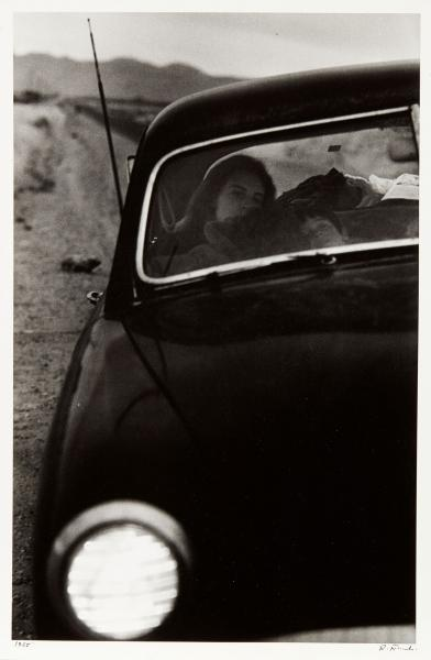 Robert Frank Né en 1924  U.S. 90 en route to Del Rio, Texas, (The Americans 83), [...]