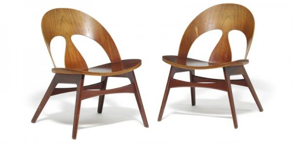 Børge Mogensen: A pair of low lounge chairs with teak frame. Seat and back of [...]