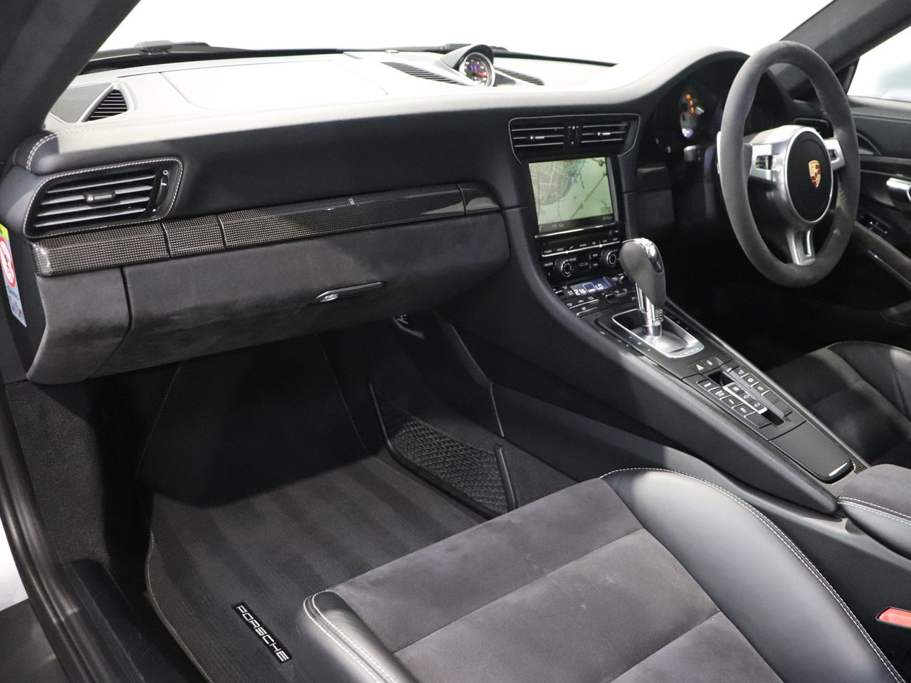 911 (991) CARRERA GTS PDK image 03