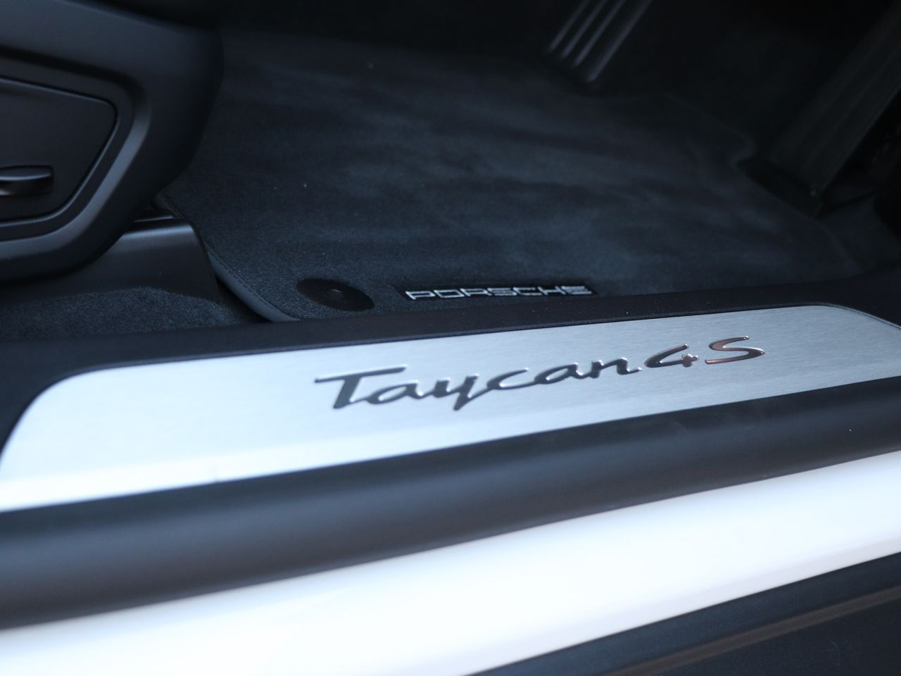 Taycan 4S (93KWH) (4) image 25