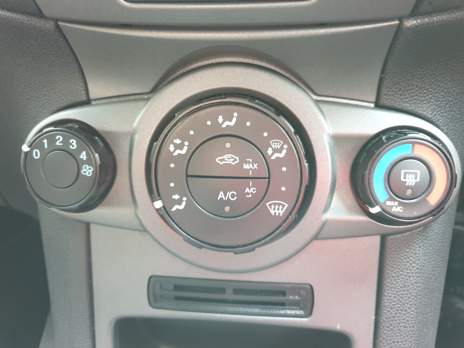FORD 1.4 AMBIENTE 5 Dr Johannesburg 14327079