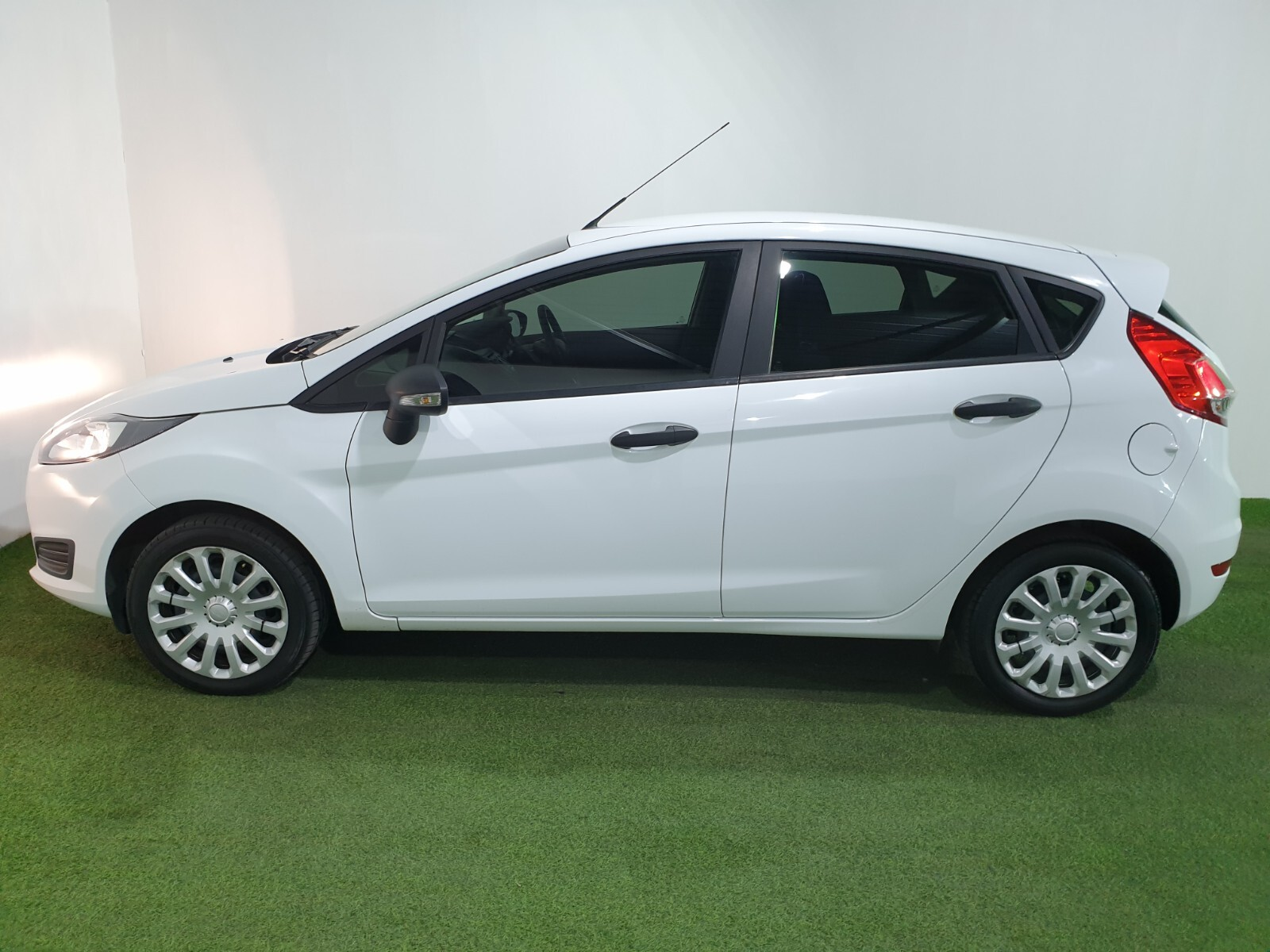 FORD 1.4 AMBIENTE 5 Dr Johannesburg 5327079