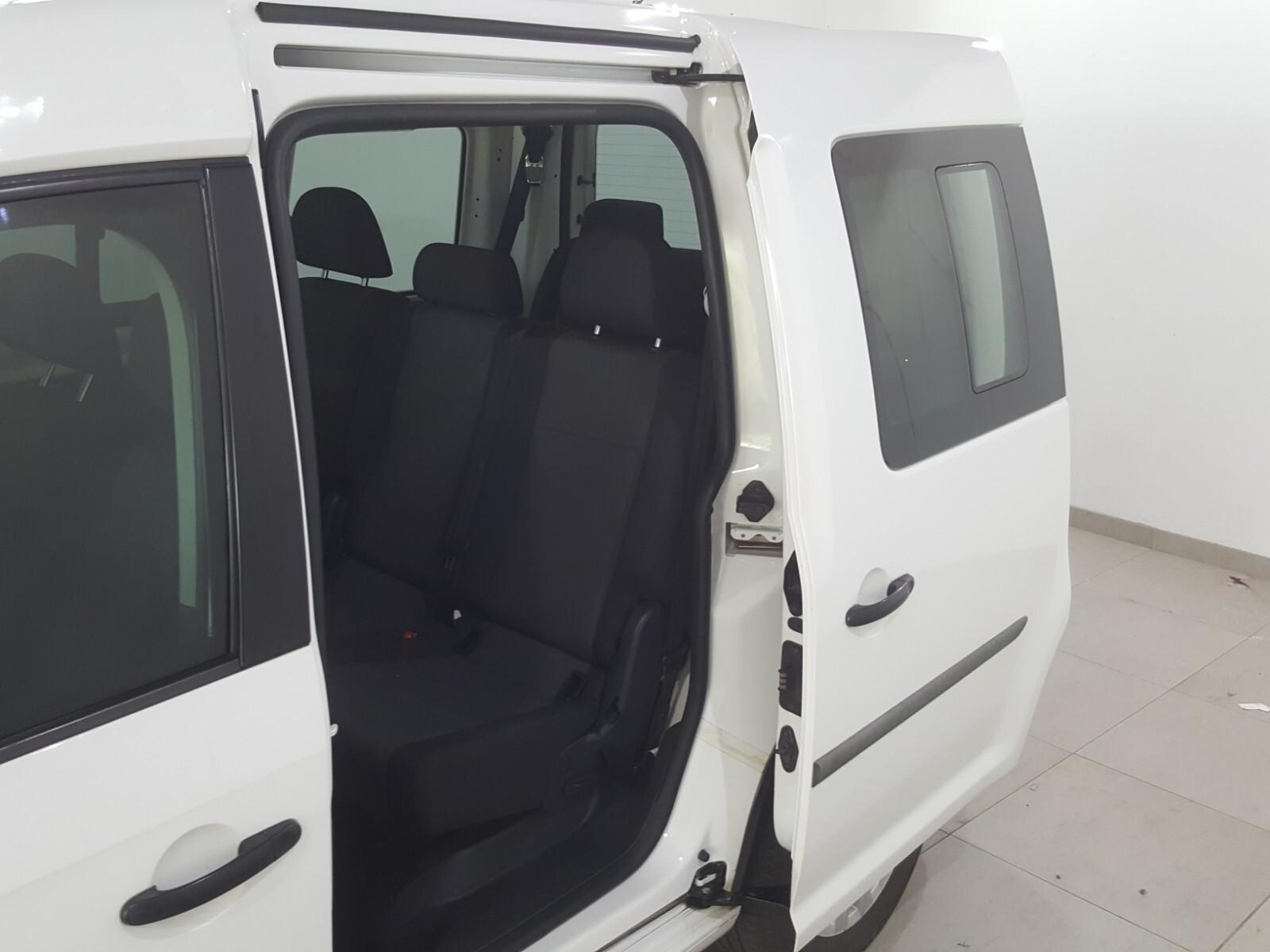 VOLKSWAGEN CREWBUS 1.6i  (7 SEAT) Roodepoort 8330266