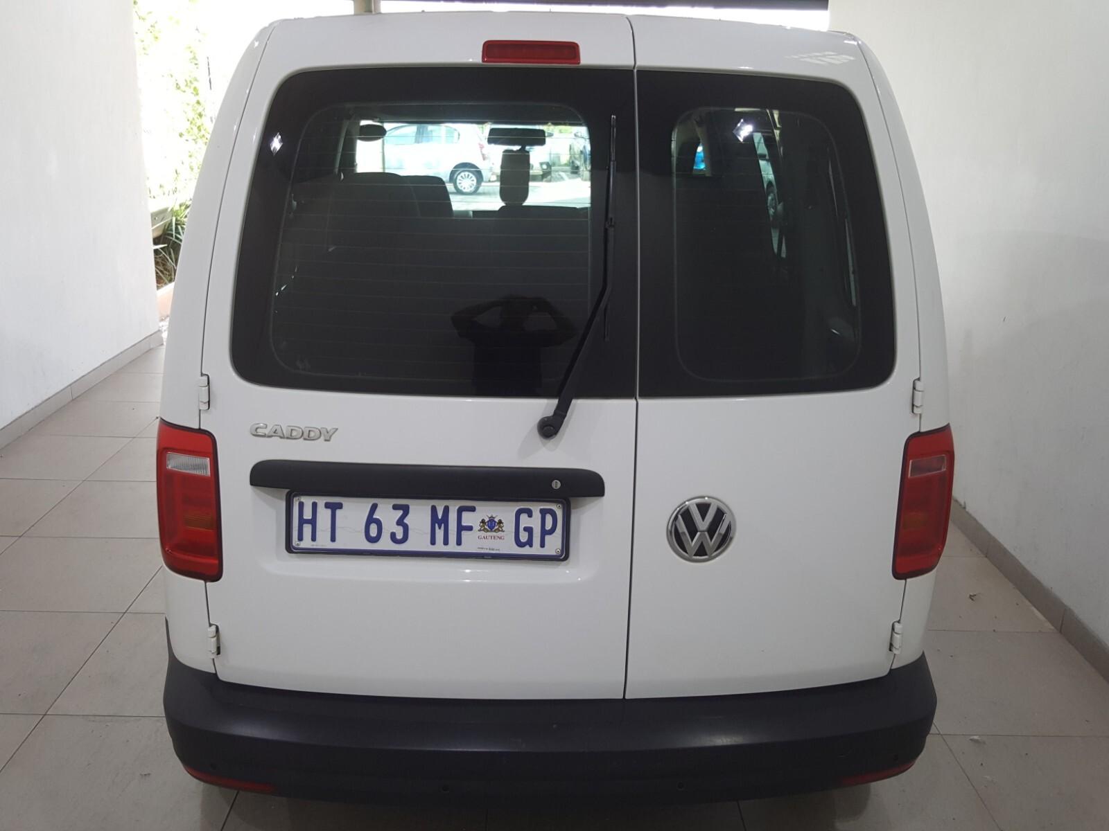 VOLKSWAGEN CREWBUS 1.6i  (7 SEAT) Roodepoort 10330266