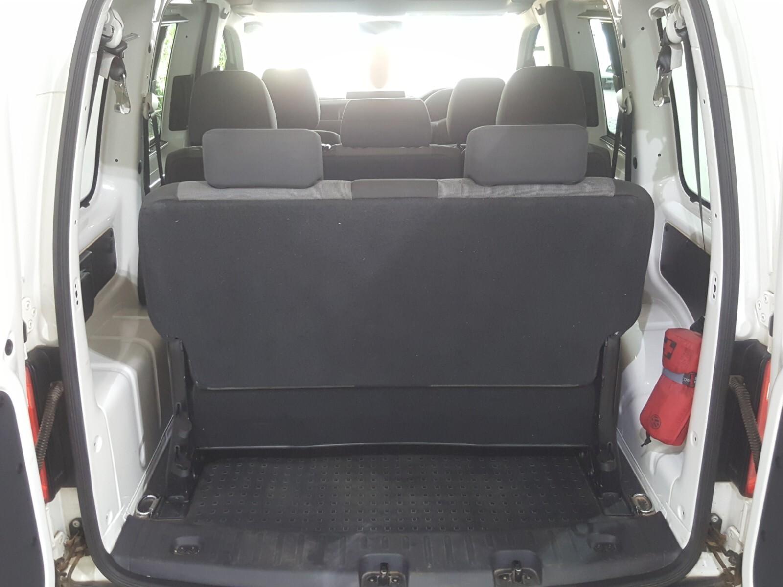 VOLKSWAGEN CREWBUS 1.6i  (7 SEAT) Roodepoort 11330266