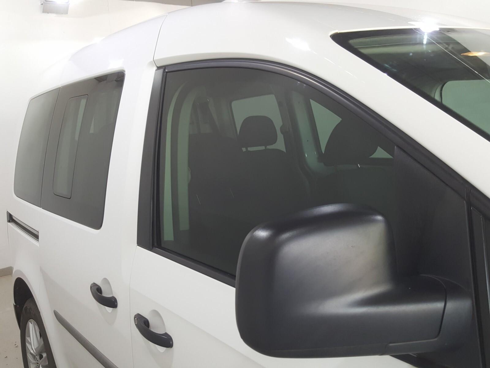 VOLKSWAGEN CREWBUS 1.6i  (7 SEAT) Roodepoort 3330266