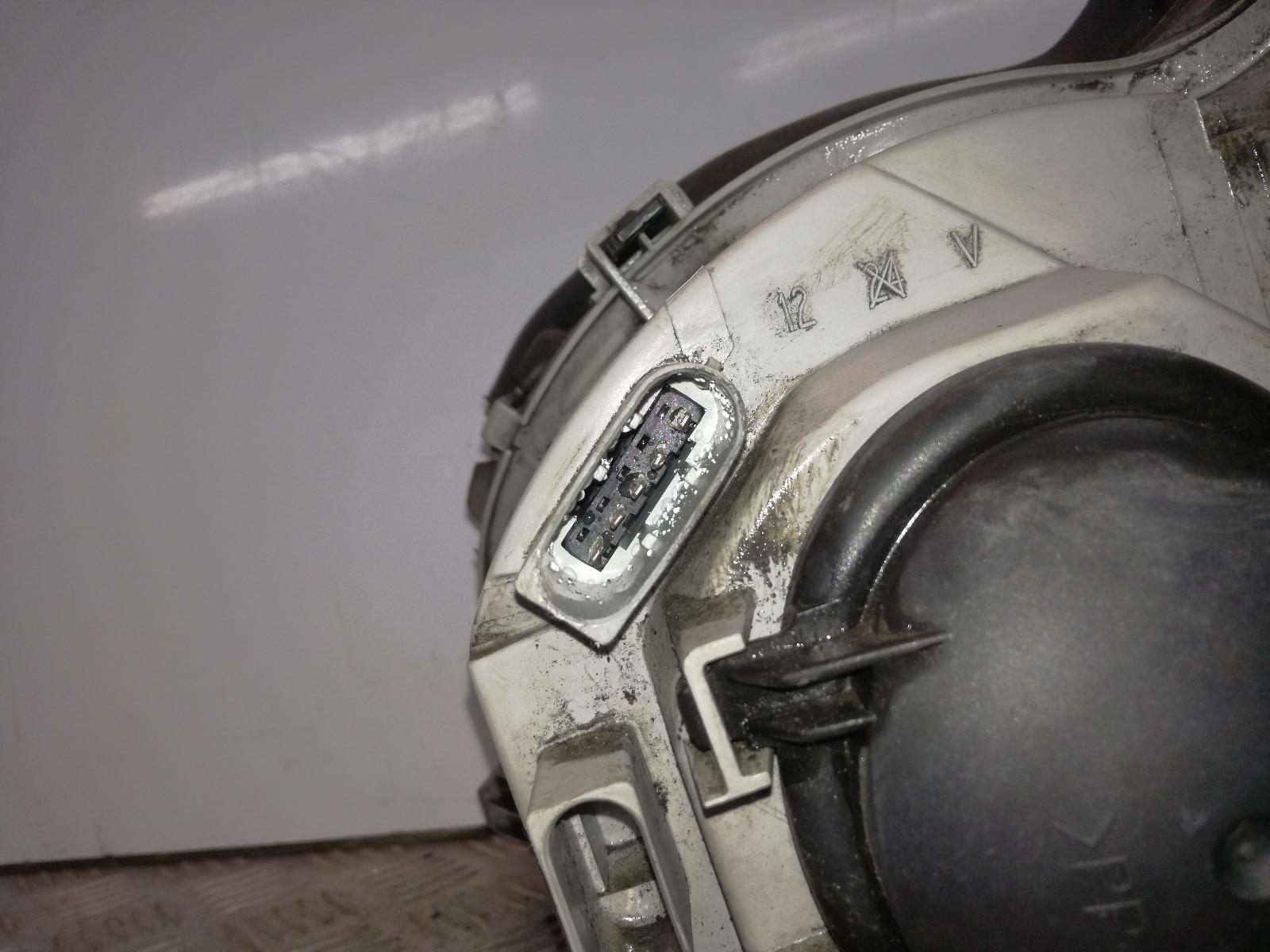 View Auto part R Headlamp MERCEDES C CLASS 2002