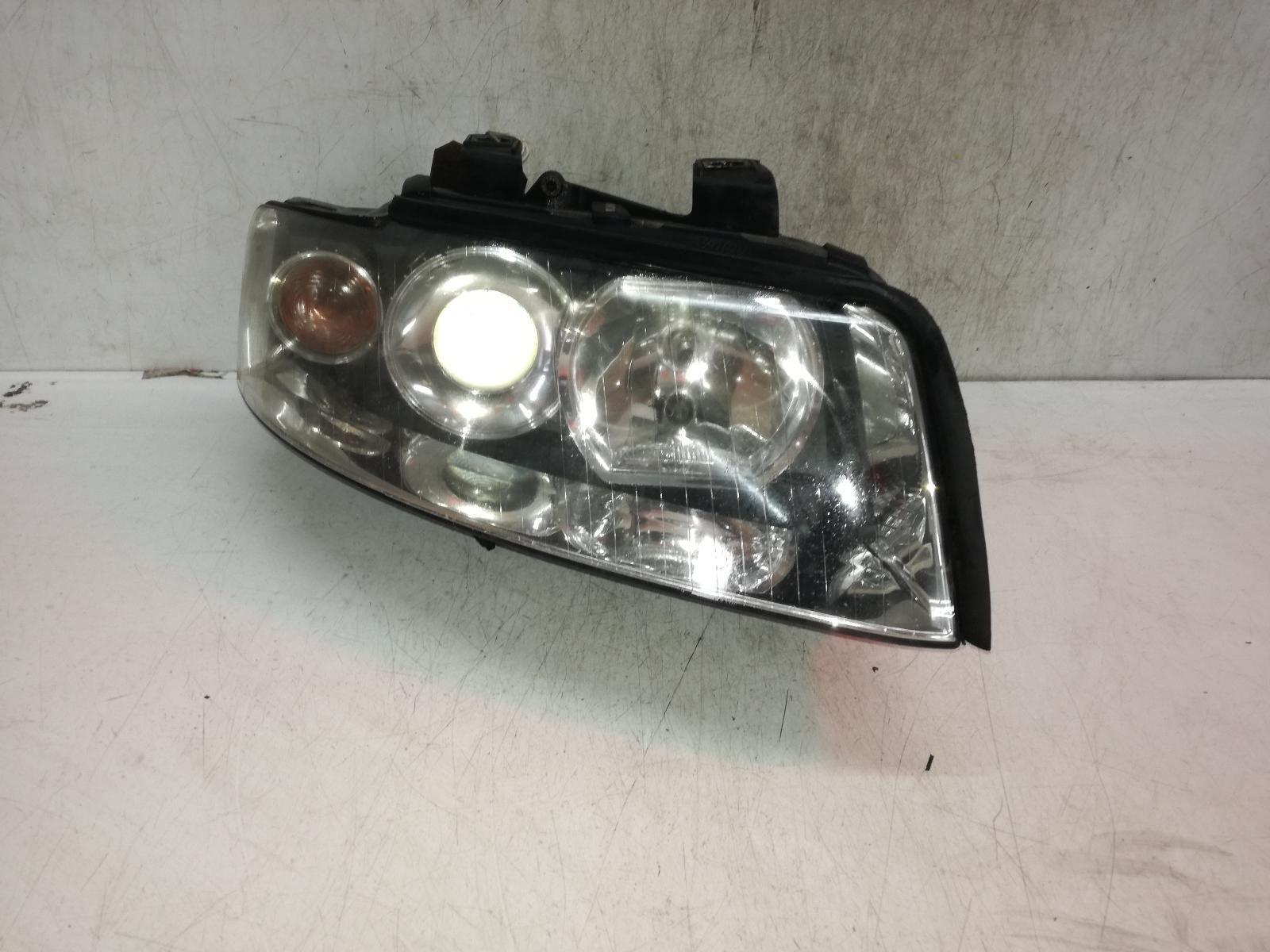 View Auto part R Headlamp AUDI A4 2001