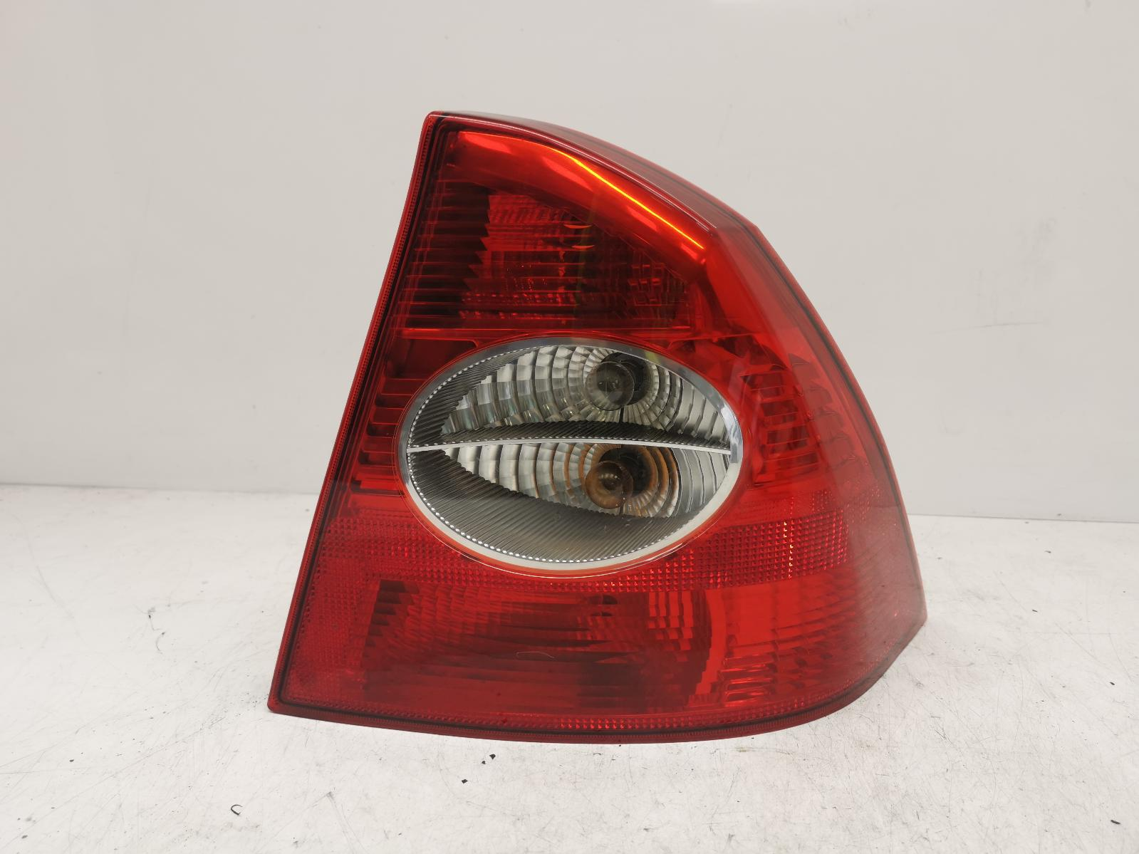 View Auto part R Taillight FORD FOCUS 2007