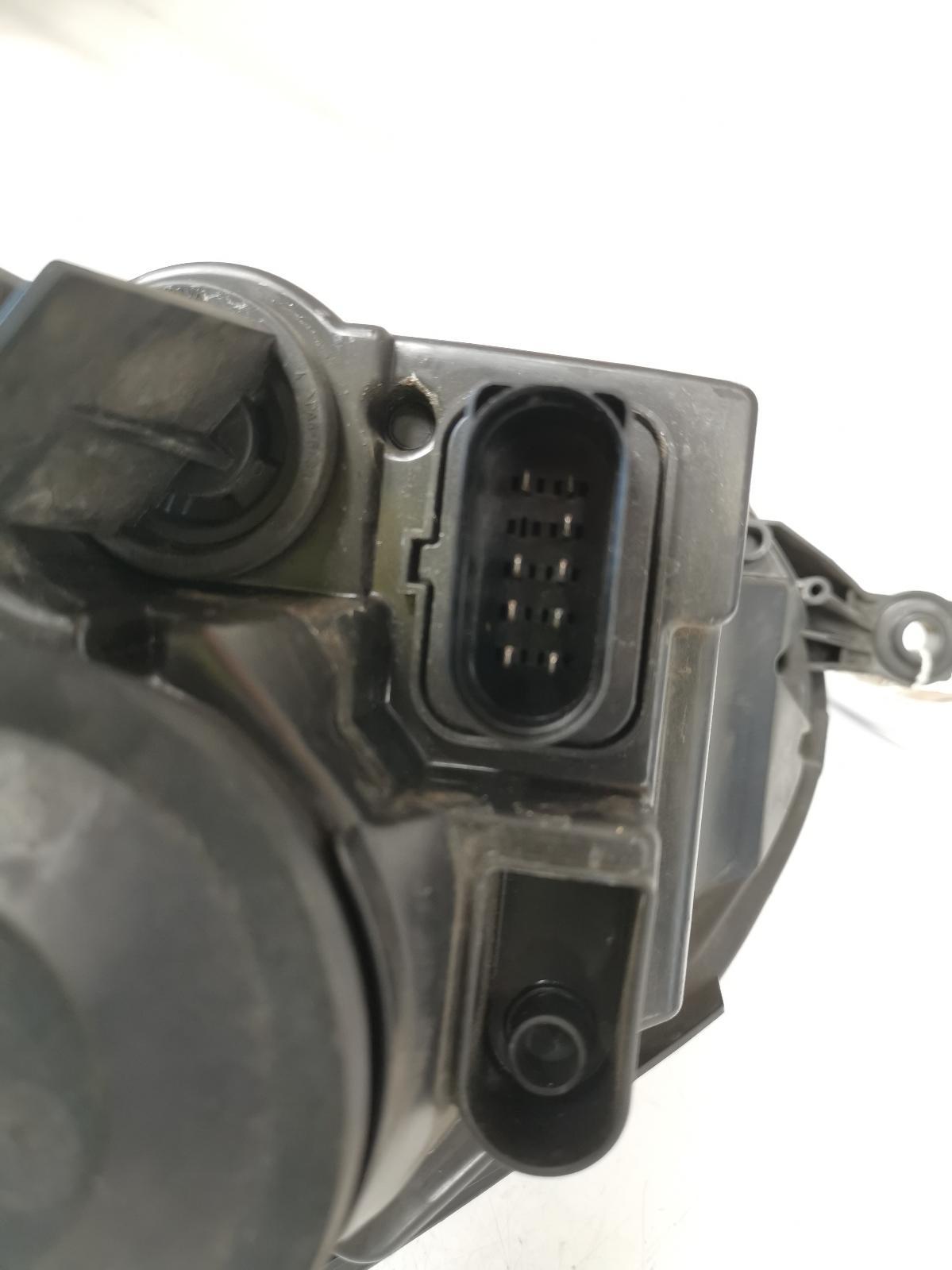View Auto part R Headlamp VOLKSWAGEN GOLF 2008
