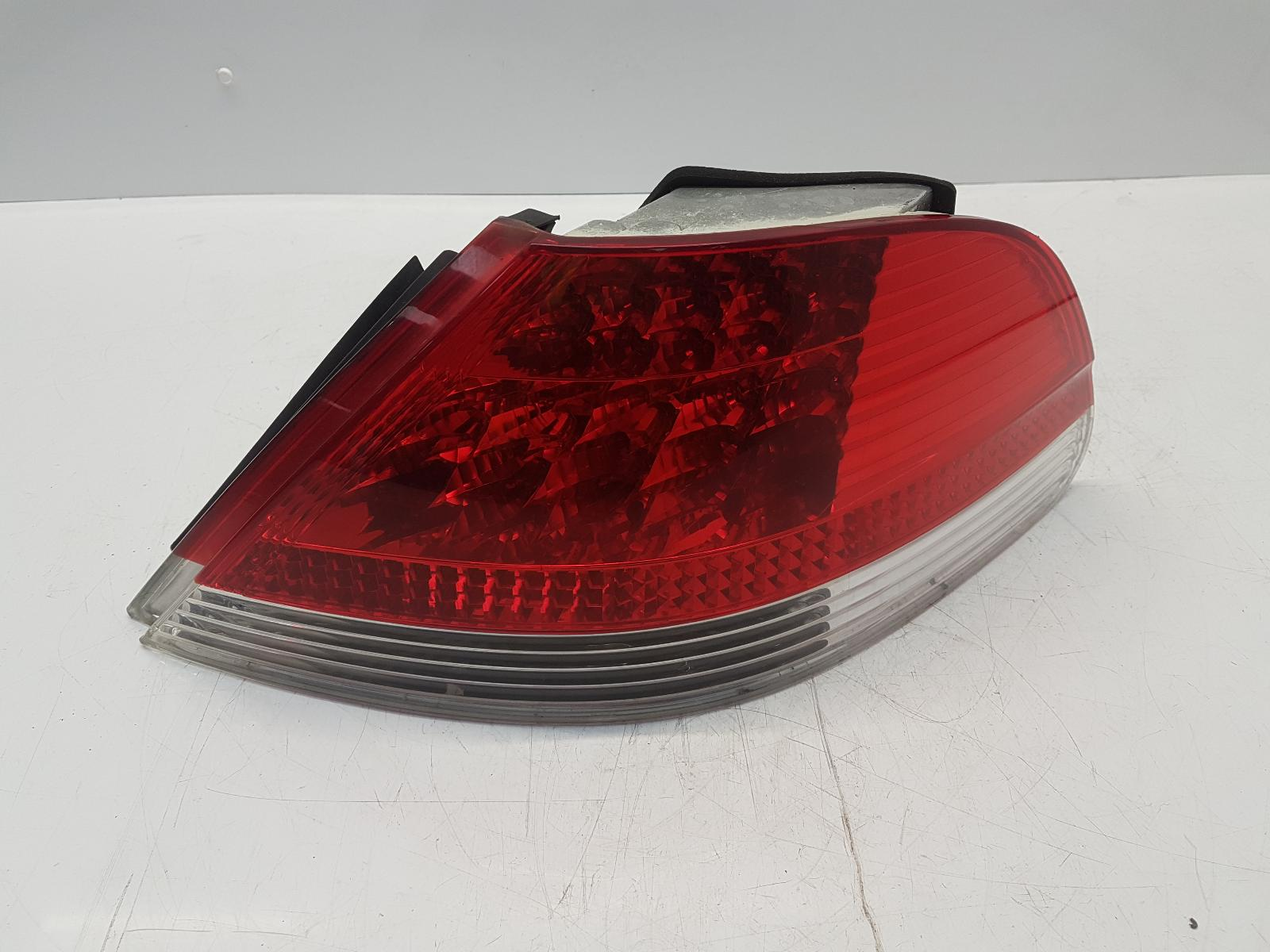 View Auto part R Taillight BMW 7 SERIES 2002