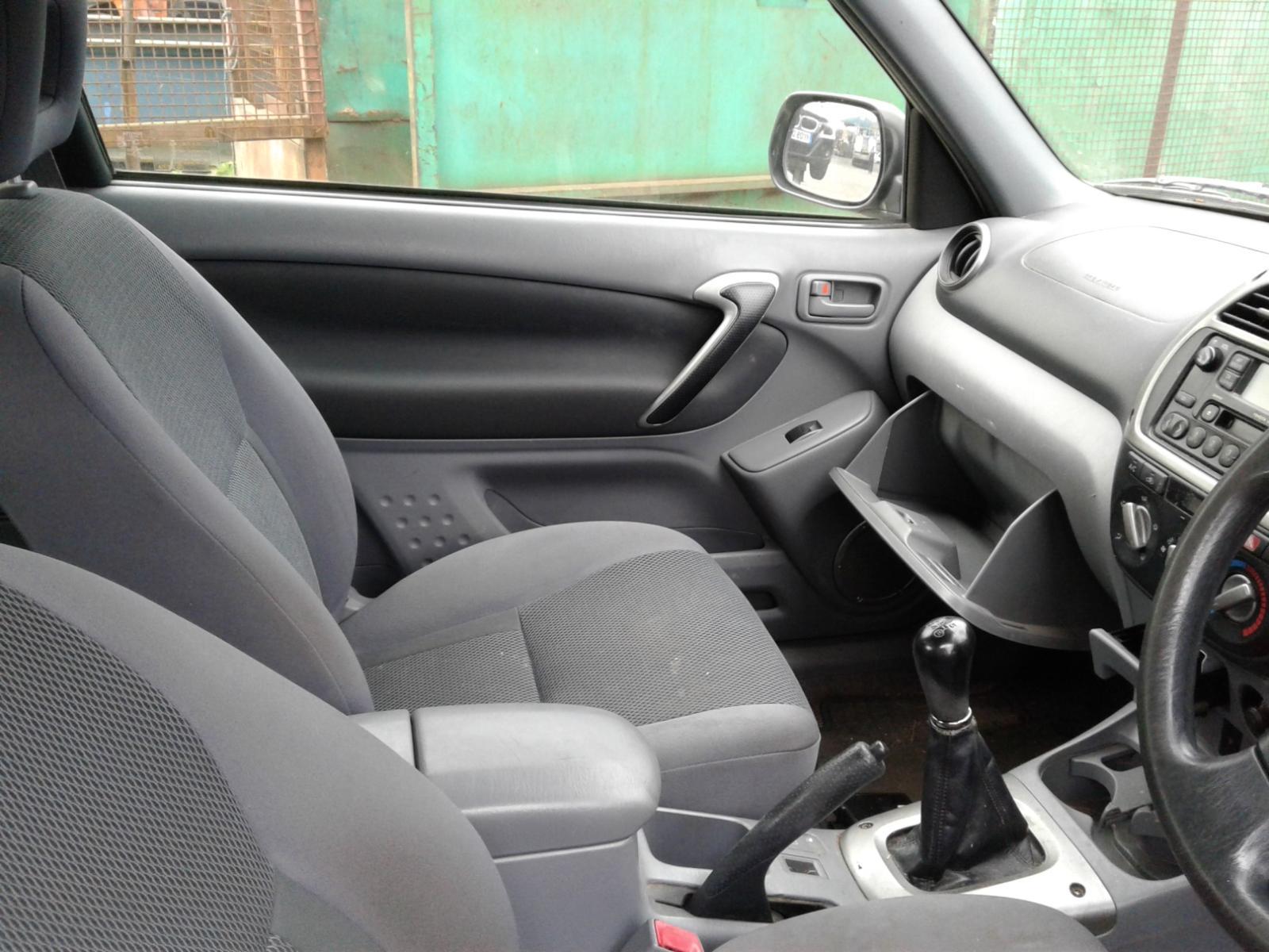 View Auto part TOYOTA RAV 4 2002 3 Door Estate