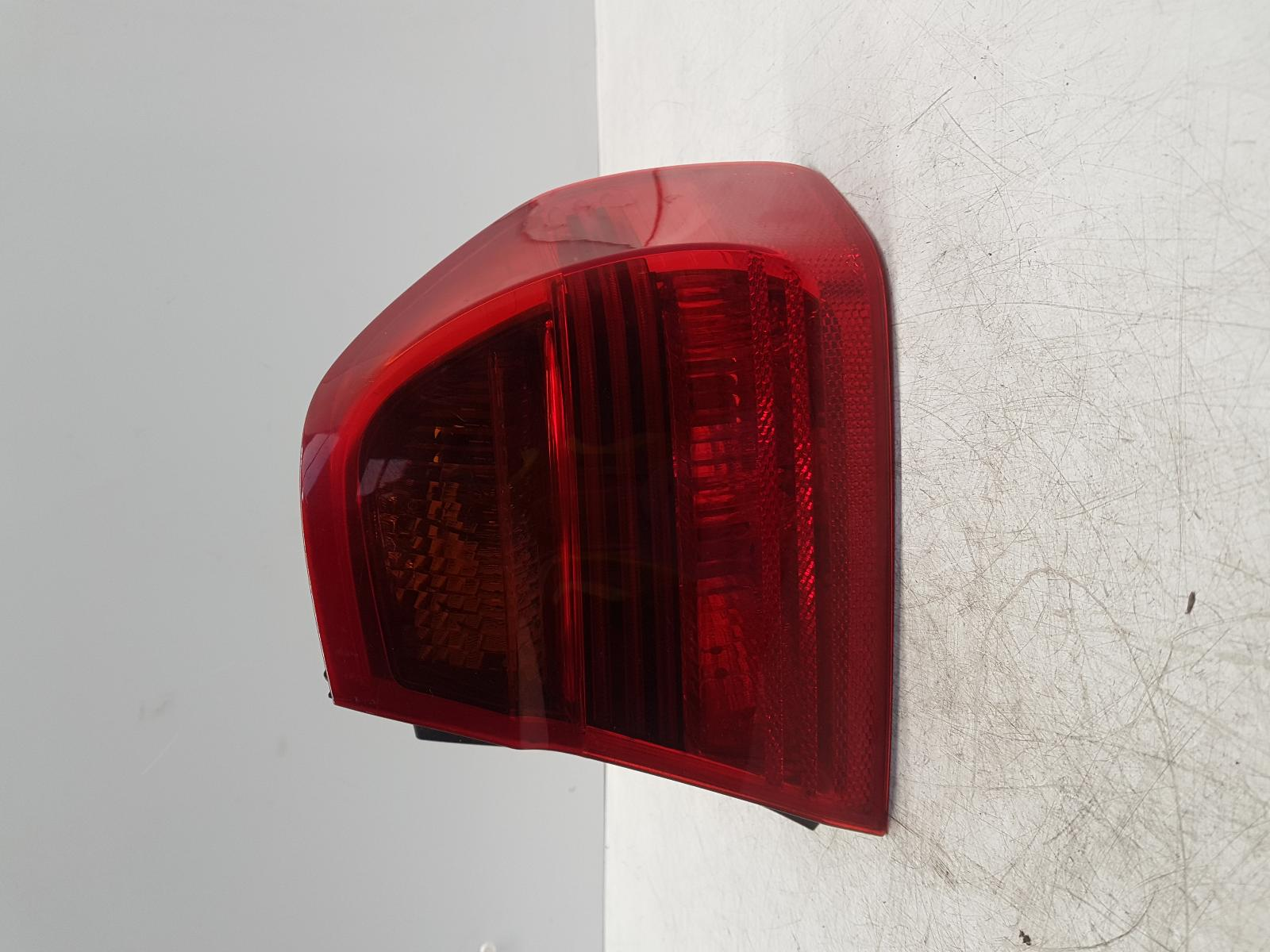 View Auto part R Taillight BMW 3 SERIES 2005