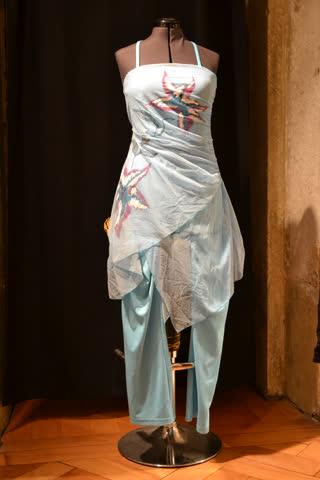 festliches Hosenkleid in sommerlicher Farbe