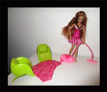 mattel barbie hausfrau mit staubsauger puppe im wohnzimmer. Black Bedroom Furniture Sets. Home Design Ideas