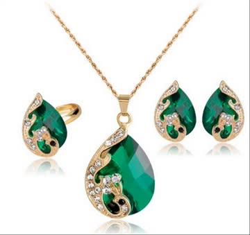 Schmuckset Kette,Ohringe & Ring gold mit grünnen Steinen.