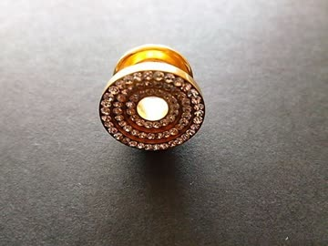 Tunnel Plug goldfarbig mit Glitzersteinchen für gedehnte Ohr