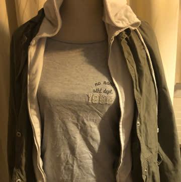 Kleiderpacket 2 jacken 2 shirts