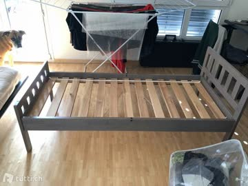 Kinderbett aus Holz von IKEA