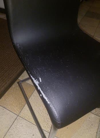 4 Stühle: Kunstleder mit Stahl-Beinen (4 Stk)