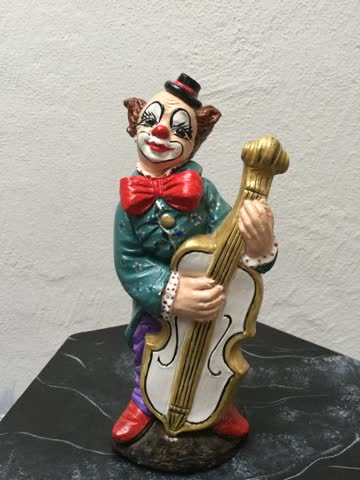 Clown mit Musikinstrument
