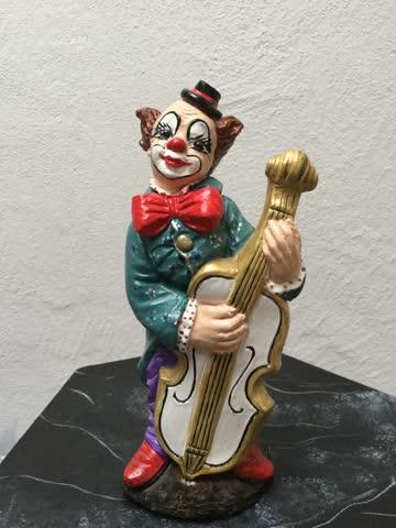 Clown mit Musikinstrument