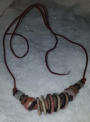 Halskette mit Keramikperlen
