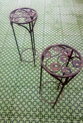 2 Blumentopf-Ständer aus Metall