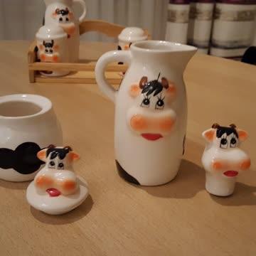 Milch- u. Zuckergeschirr, Salz- u. Pfefferstreuer