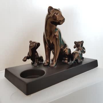 Löwenmama mit Babies