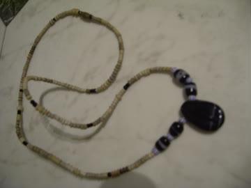 Halskette mit schw. Stein