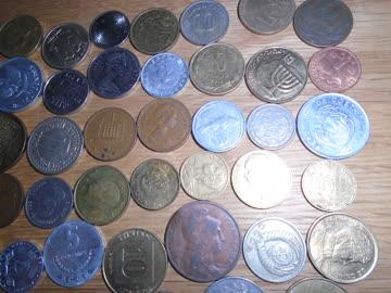 68 ausländische Münzen - Wert keine Ahnung